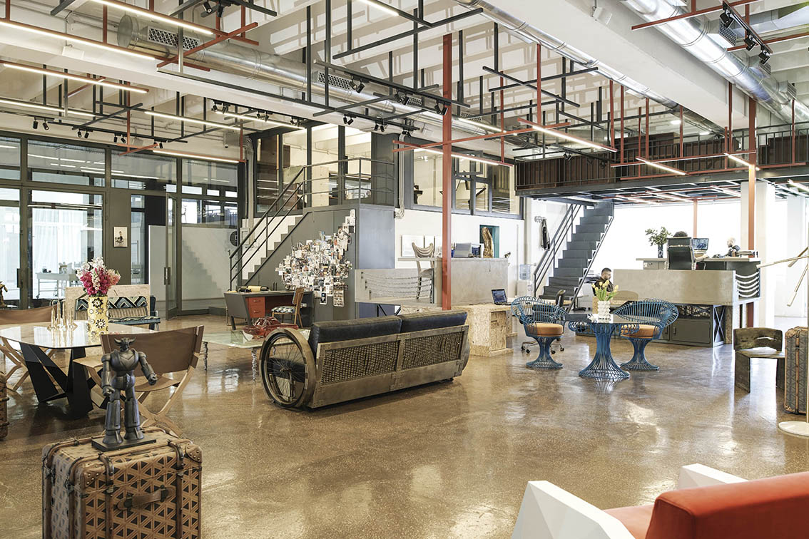Beyrouth les bureaux de vick vanlian deco actuelle for Meuble futuriste montreal